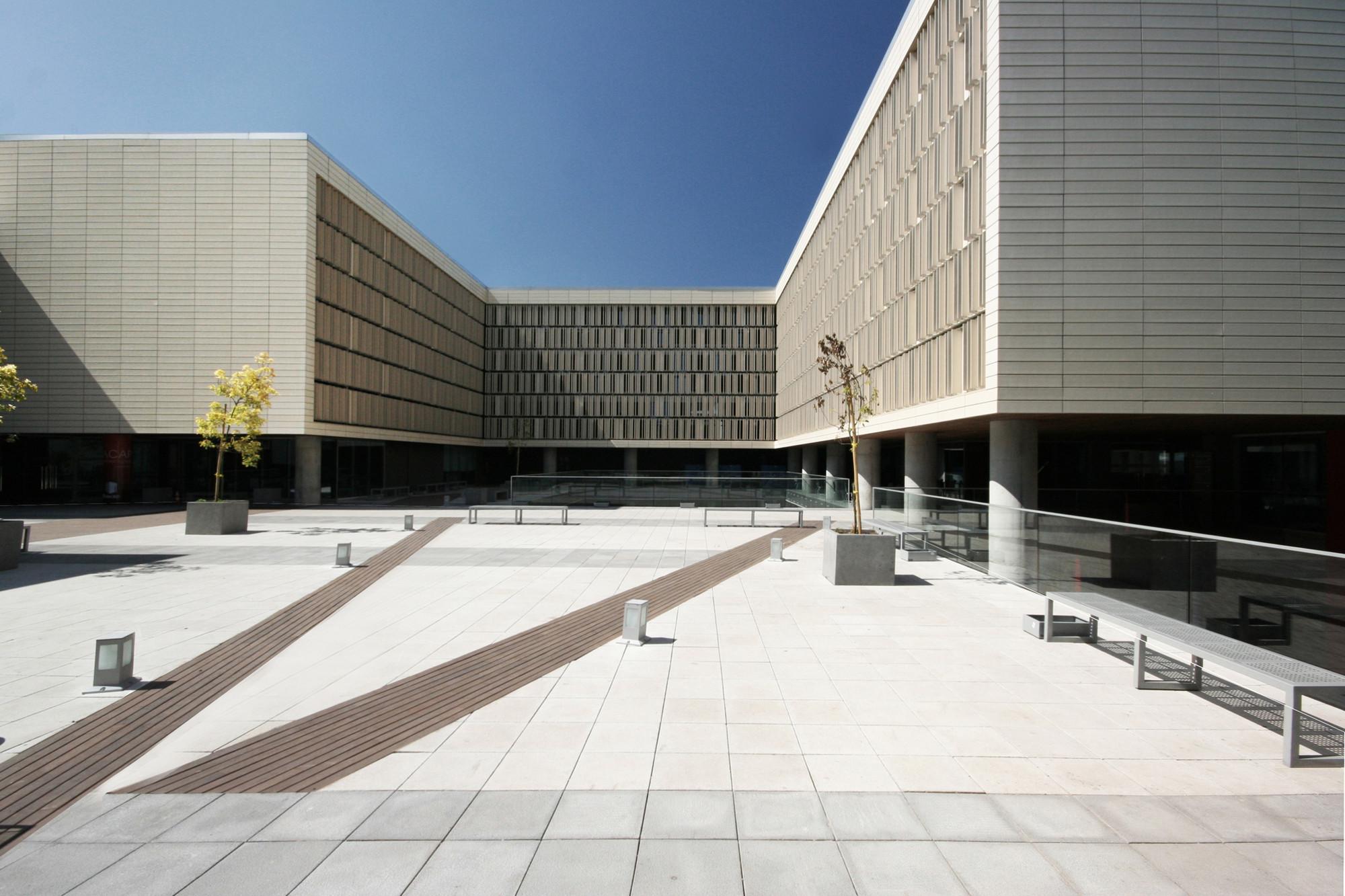New Downtown Santiago Inacap Campus  / Estudio Larrain, © Rodrigo Larraín Illanes