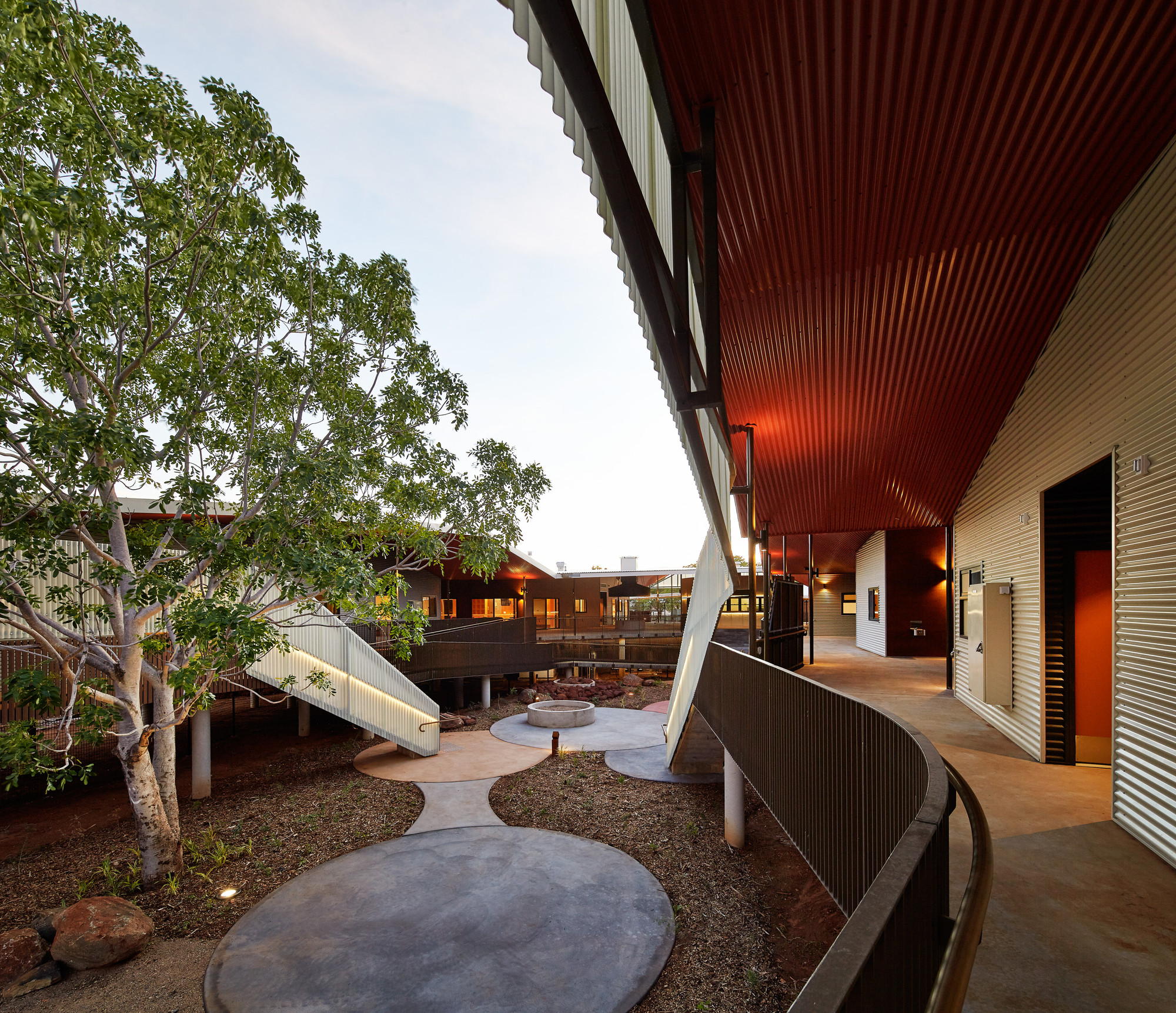Centro de ancianos Walumba / Iredale Pedersen Hook Architects, © Peter Bennetts