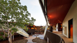 Centro de ancianos Walumba / Iredale Pedersen Hook Architects