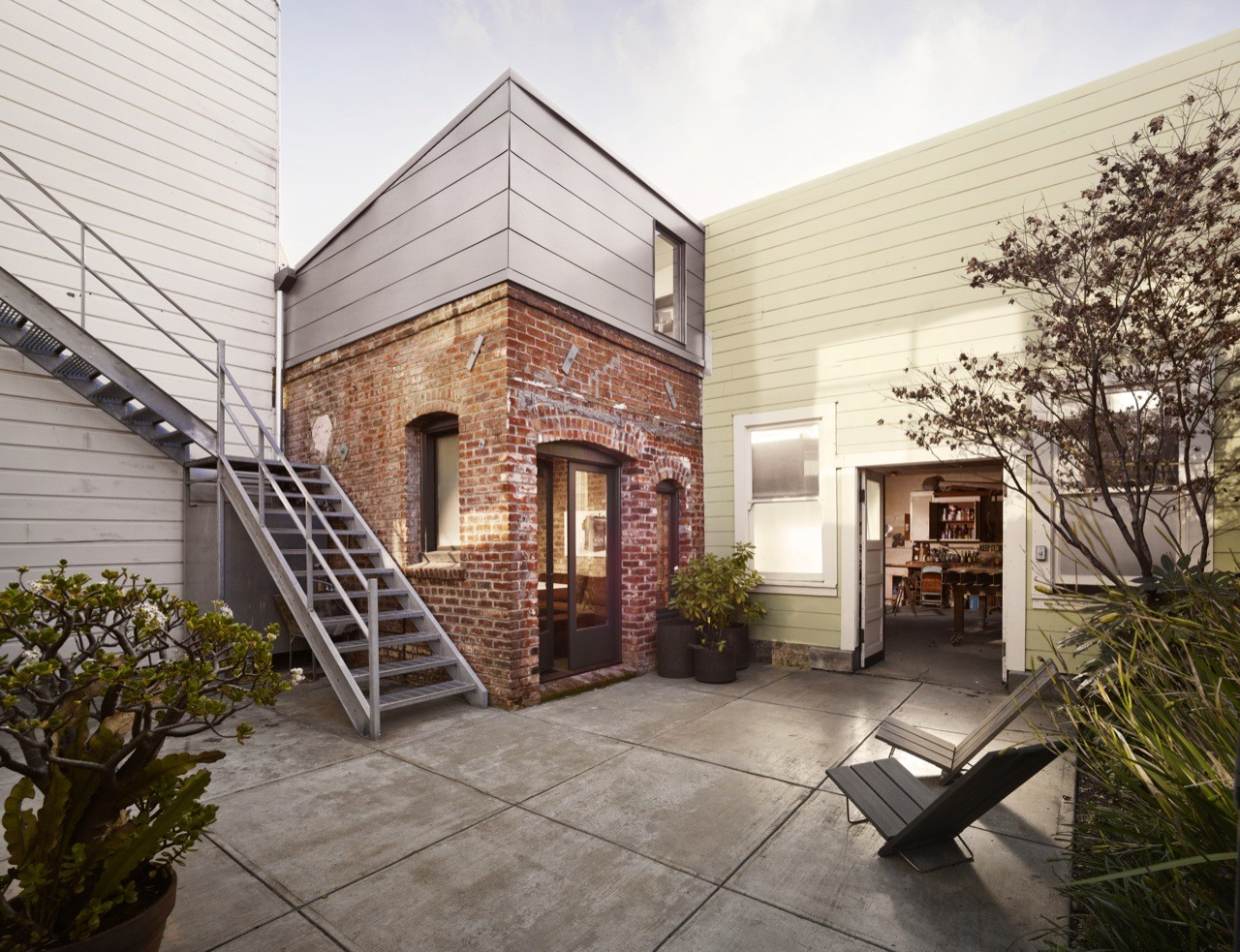 Brick House / Christi Azevedo, © Cesar Rubio