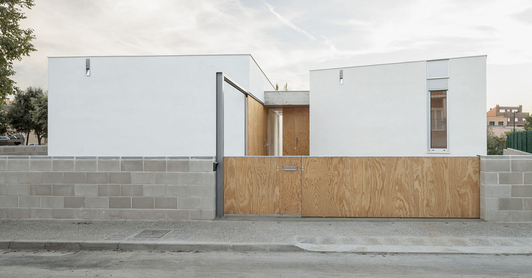 Residência em Frente ao Córrego / 05 AM Arquitectura, © Adrià Goula