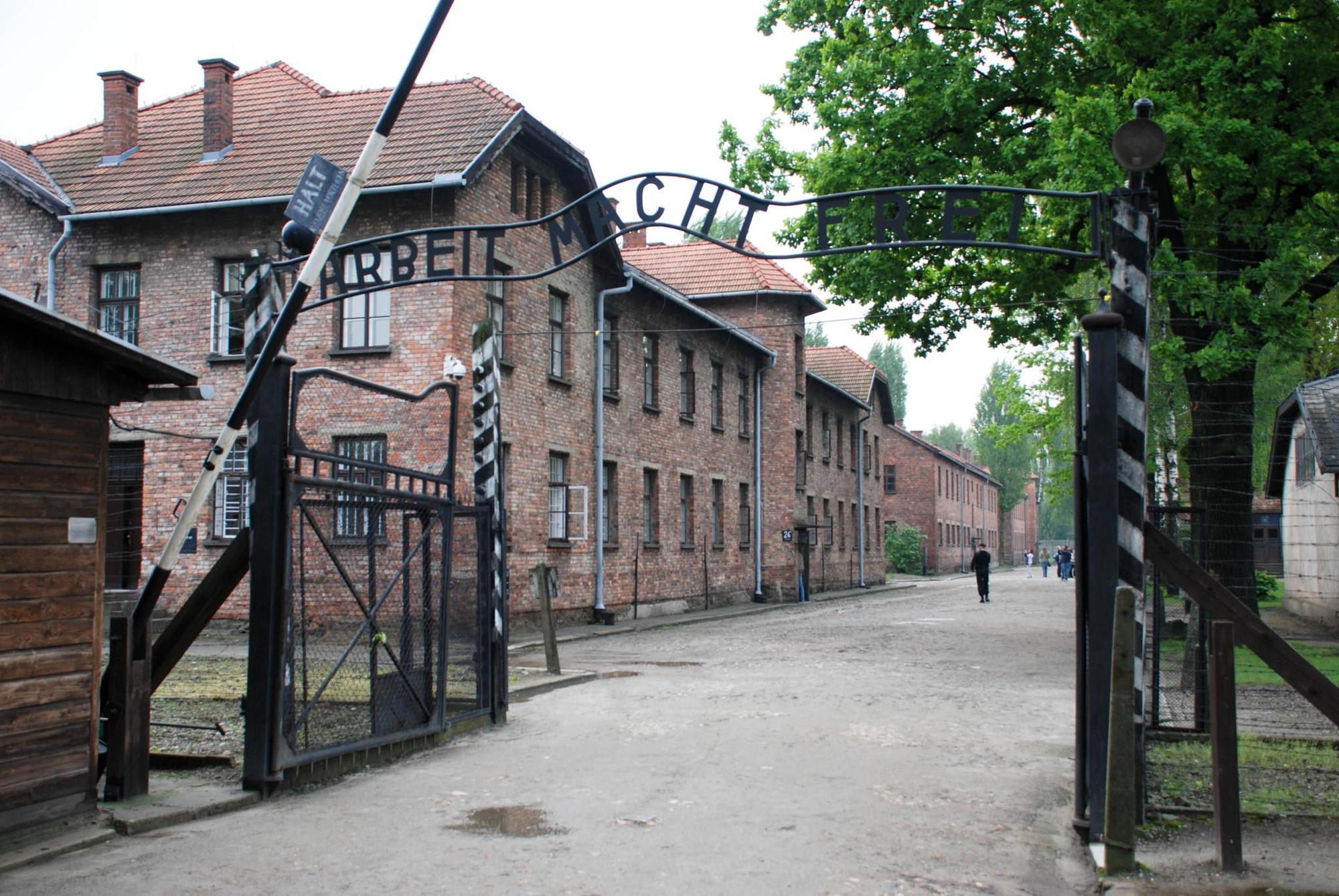A 70 años del fin de la Segunda Guerra Mundial, Auschwitz busca conservar su memoria, Campo de concentración Auschwitz-Birkenau. Image vía xiquinhosilva [Flickr CC]