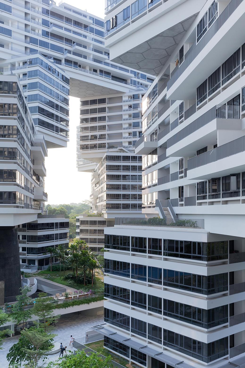 Gallery of the interlace oma ole scheeren 7 for Blau hotels oficinas centrales