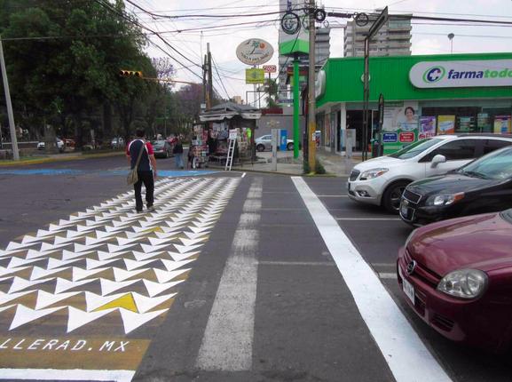Cebratón: Intervienen cruces peatonales en Puebla, México para que sean respetados