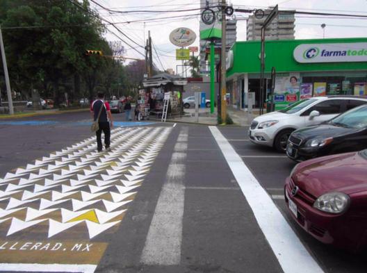 Cebratón: Intervienen cruces peatonales en Puebla, México para que sean respetados, Cortesía de @betoramirezyr, vía Twitter.