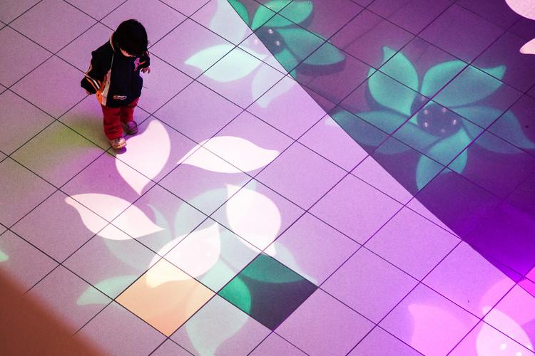 Light Garden, un paisaje interactivo de luz por Nicholas Cheung y Claudia Paz , © Paz&Cheung