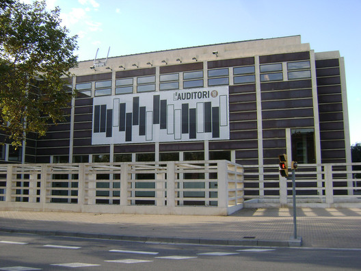 L'Auditori amb els Grans D'Europa. Image © <a href='https://www.flickr.com/photos/francesc_2000/4116798705/'>Flickr user Francesc_2000</a> licensed under <a href='https://creativecommons.org/licenses/by/2.0/'>CC BY 2.0</a>