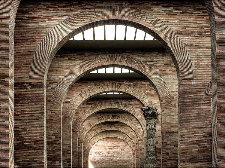Spotlight: Rafael Moneo, National Museum of Roman Art. Image © <a href='https://www.flickr.com/photos/pictfactory/2842858053'>Flickr user pictfactory</a> licensed under <a href='https://creativecommons.org/licenses/by/2.0/'>CC BY 2.0</a>