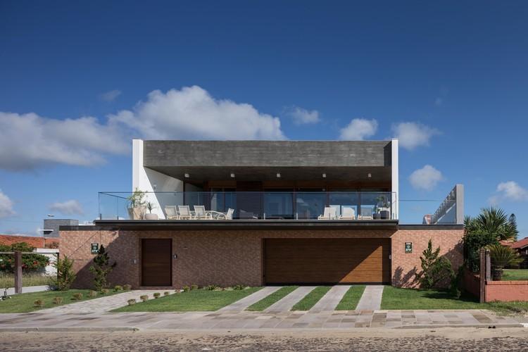 Casa Beira Mar / Seferin Arquitetura, © Marcelo Donadussi