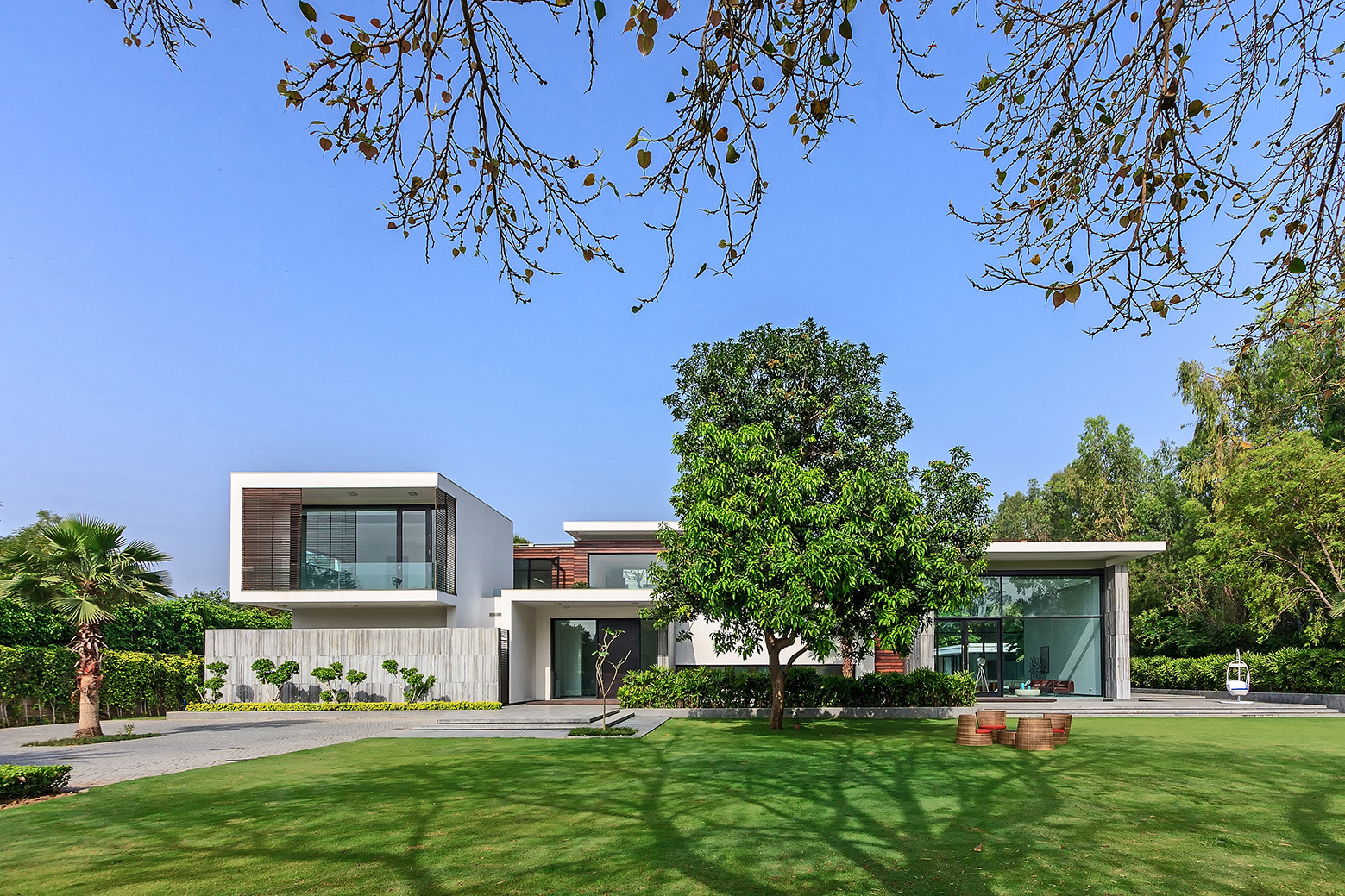 Gallery of three trees house dada partners 18 for Mansiones modernas
