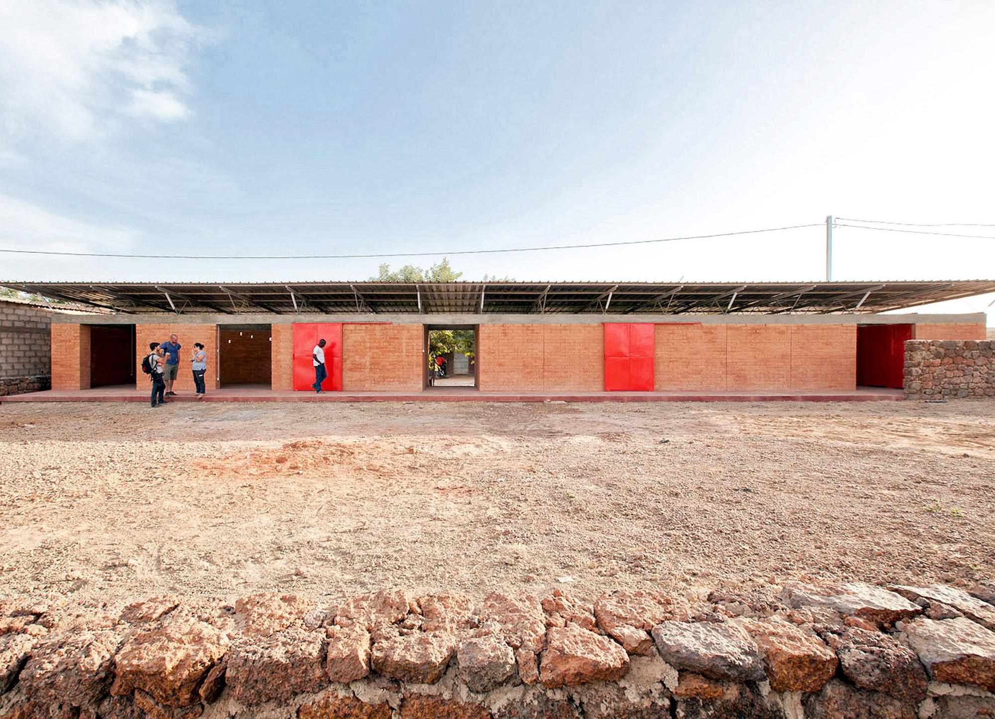 Centro de Integración Escolar, Profesional y Deportiva / Albert Faus, © Ibai Rigby