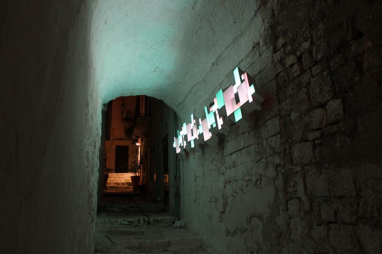 Le Finestre: instalación en Ostuni que revaloriza el espacio histórico por medio de la luz, Cortesia de Macarena Meza / Marcela Carmona
