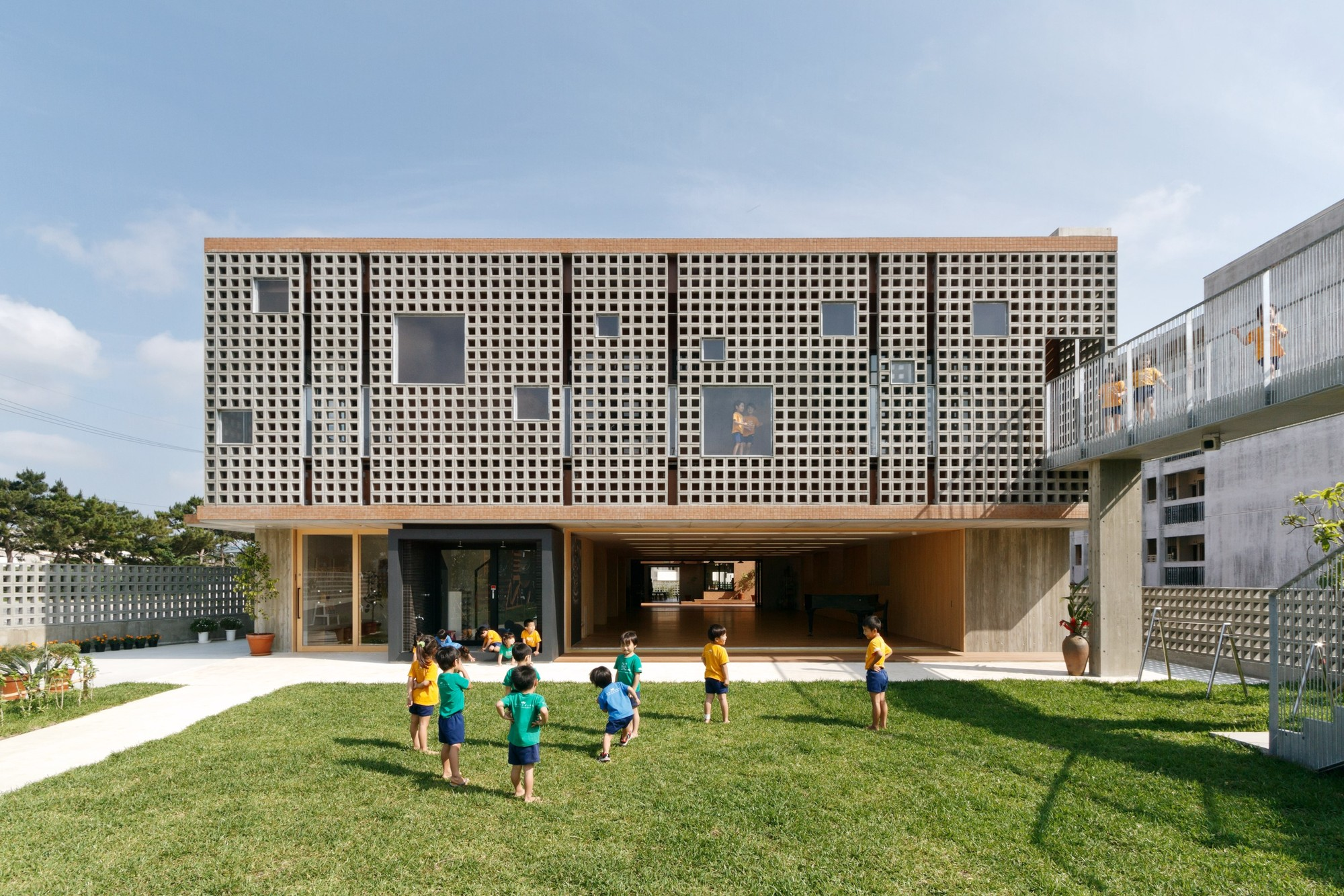 Hanazono Kindergarten and Nursery / HIBINOSEKKEI + Youji no Shiro, © Studio Bauhaus