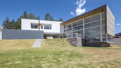 House in Quito  / Bernardo Bustamante