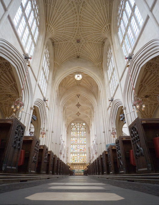 "Unified Architectural Theory, Chapter 12, Bath Abbey. ""The eye scans a scene by following regions with high detail... the image is formed by moving along connected lines, called ""scan paths"". Image © Flickr CC user Matthew Kirkland"