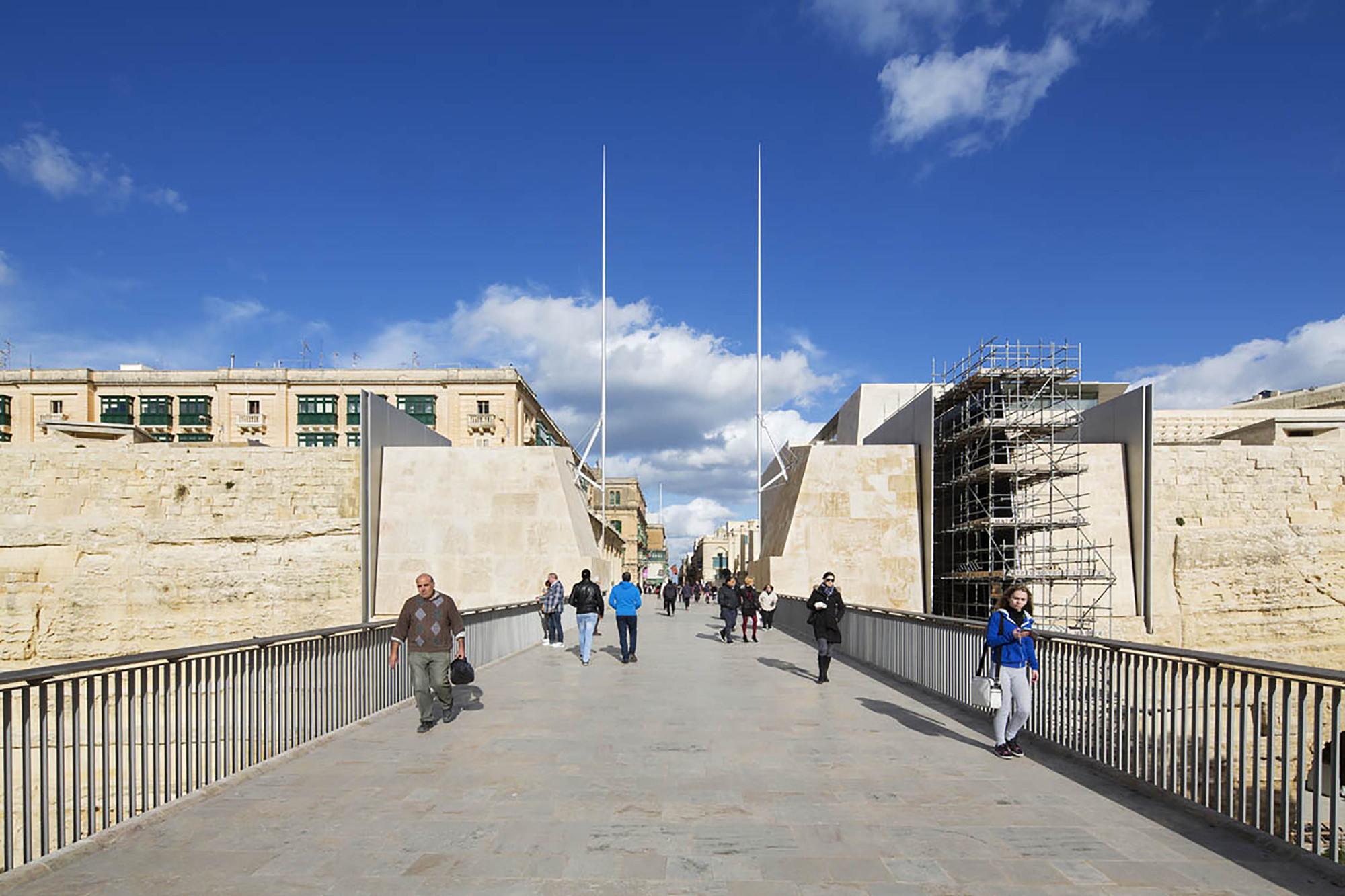 Gallery of valletta city gate renzo piano building for Renzo piano malta
