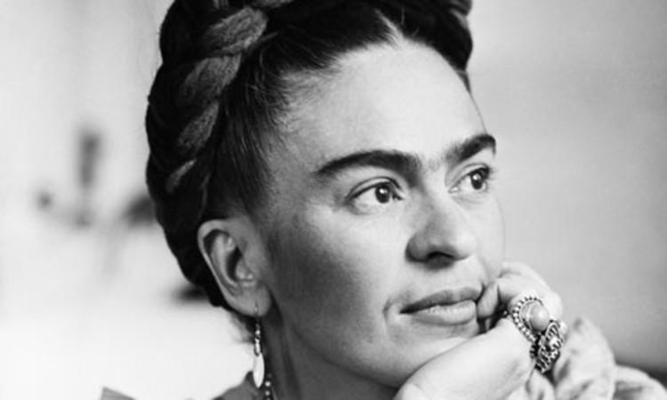 Frida Kahlo y el vínculo con su Arquitectura en México, Vía fromthebygone.wordpress.com. Image