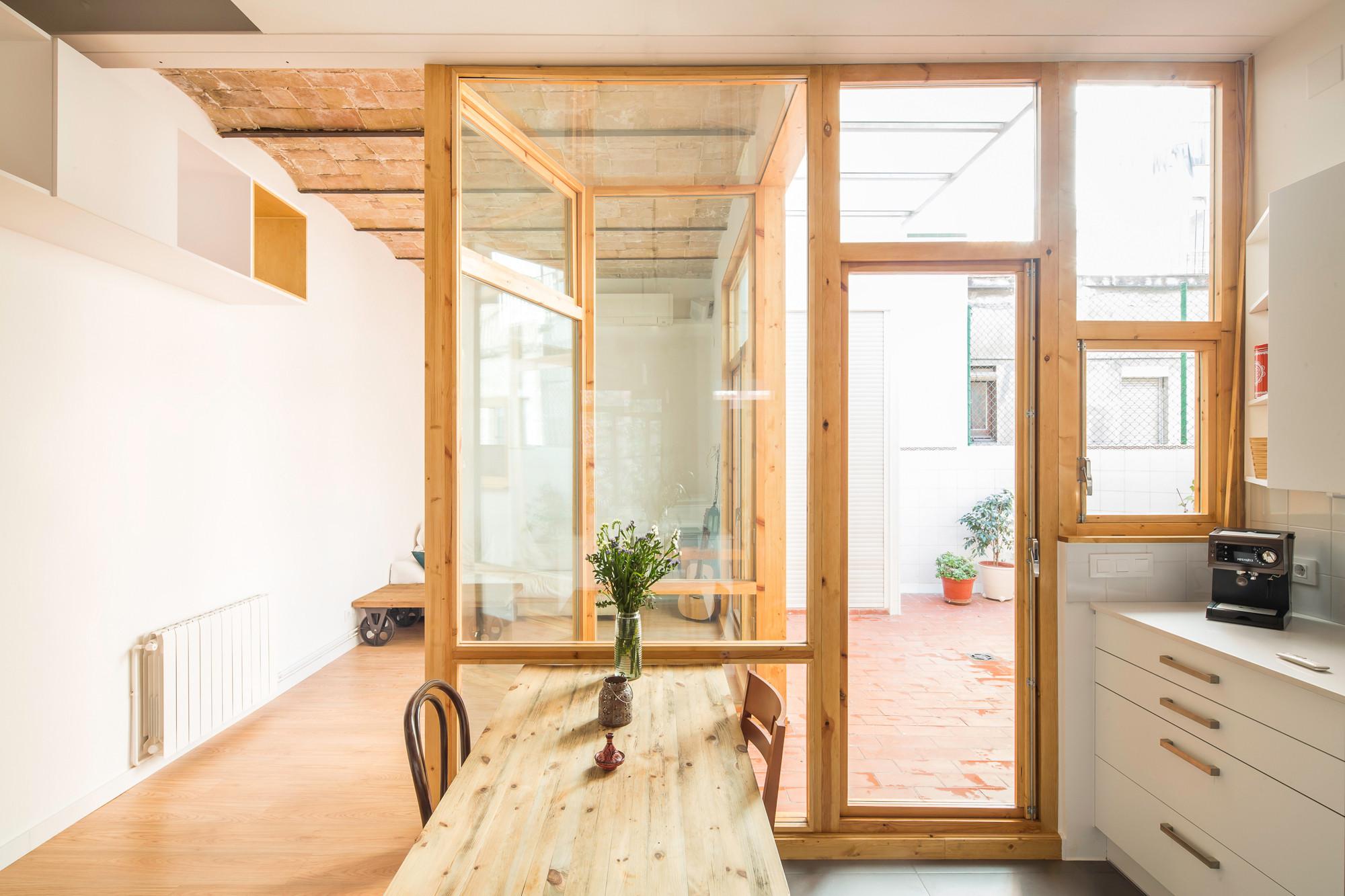 Vivienda y patio en el Poblenou / CAVAA arquitectes