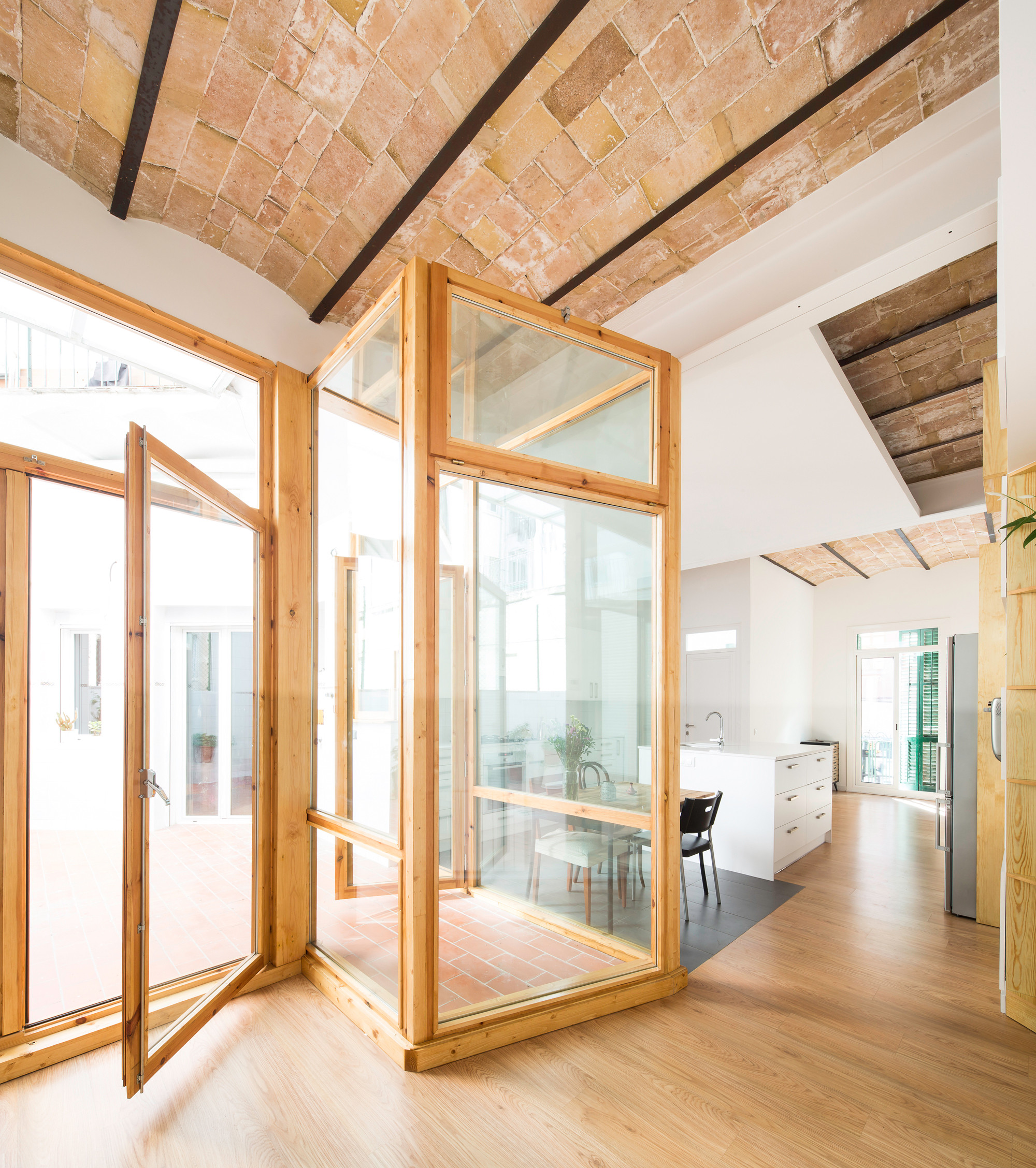 Barcelona Apartment View: Gallery Of Apartment And Courtyard In Barcelona / CAVAA