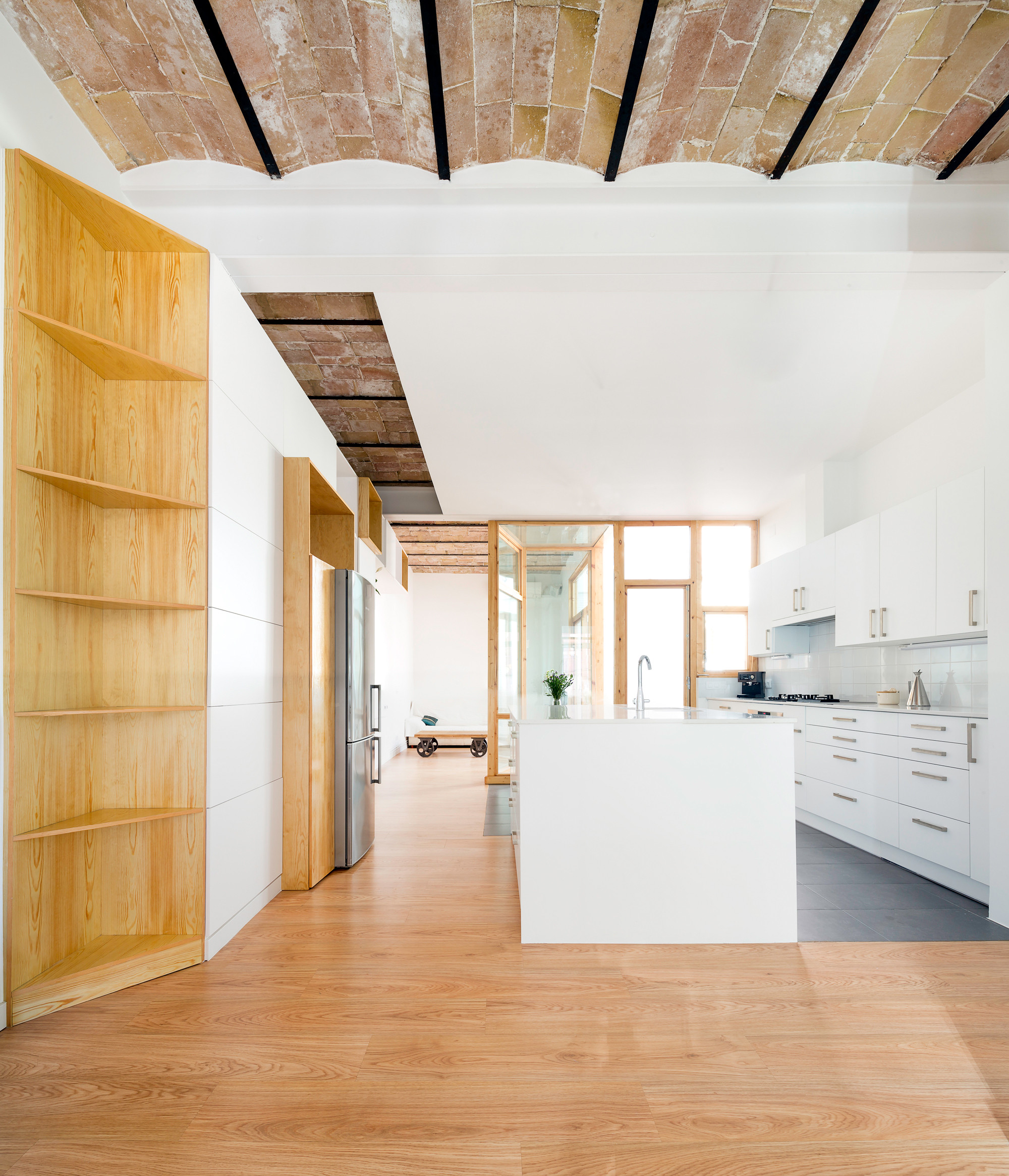 Apartment and courtyard in barcelona cavaa arquitectes for Barcelona apartment