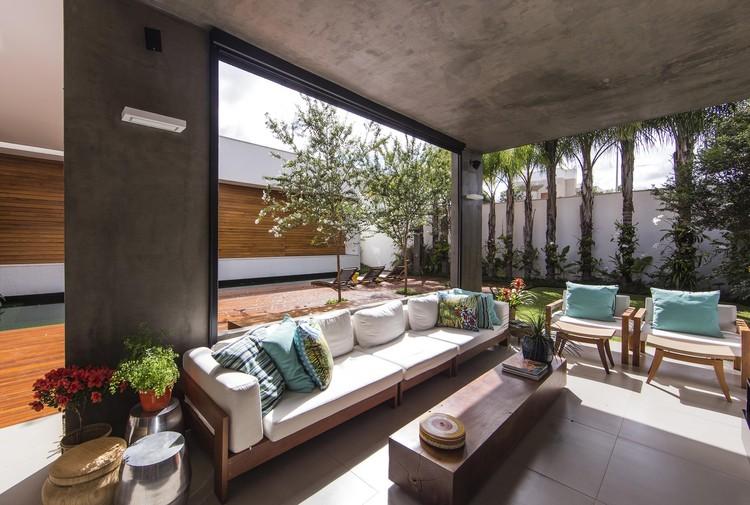 Rmj residence felipe bueno alexandre bueno archdaily for Gartengestaltung 1000 m2