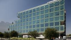 """Edifício Comercial """"Offices On The Green"""" / PLADIS Arquitectos"""
