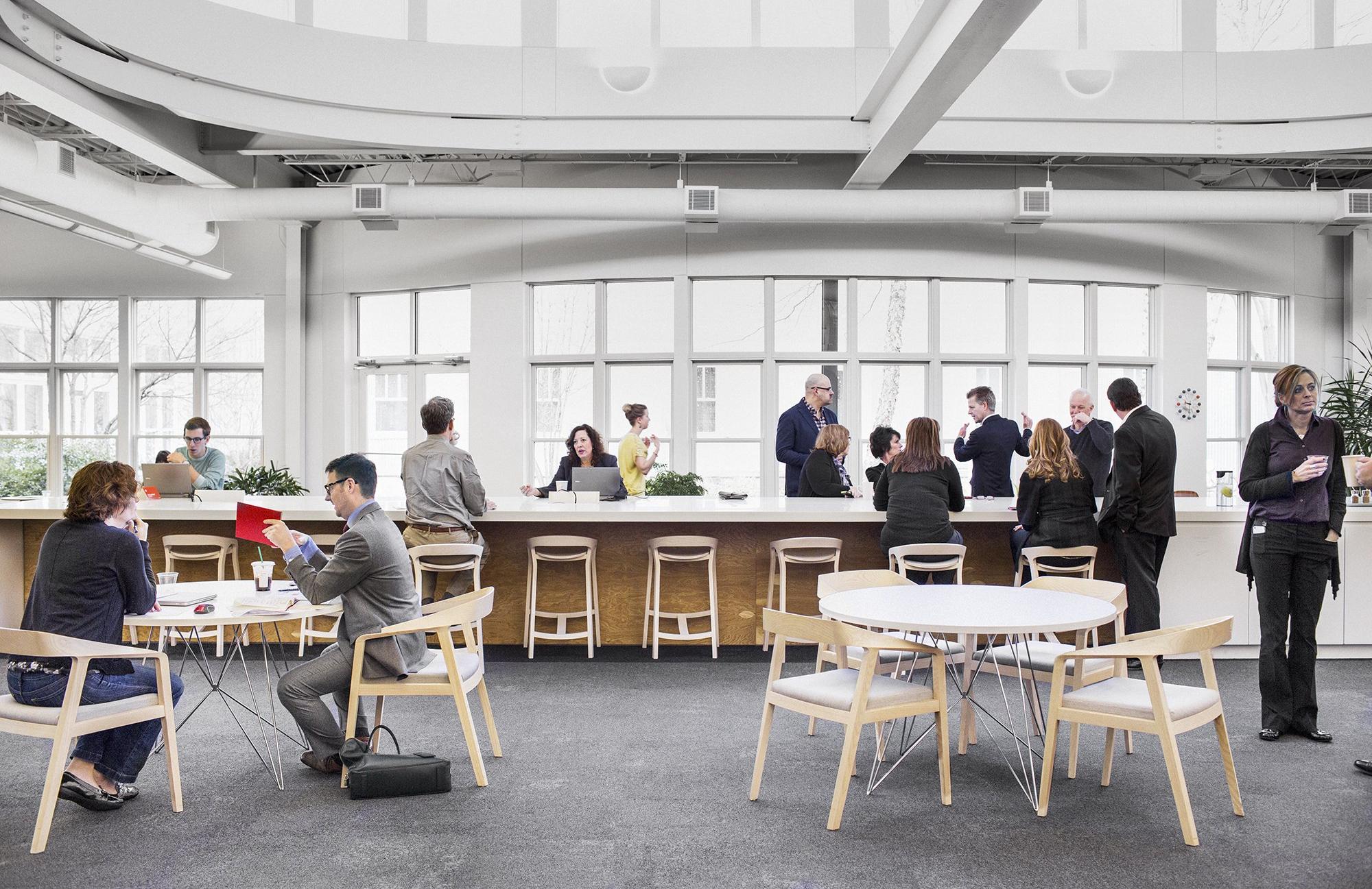 Claves para construir espacios de trabajo colaborativos for Free people store decor