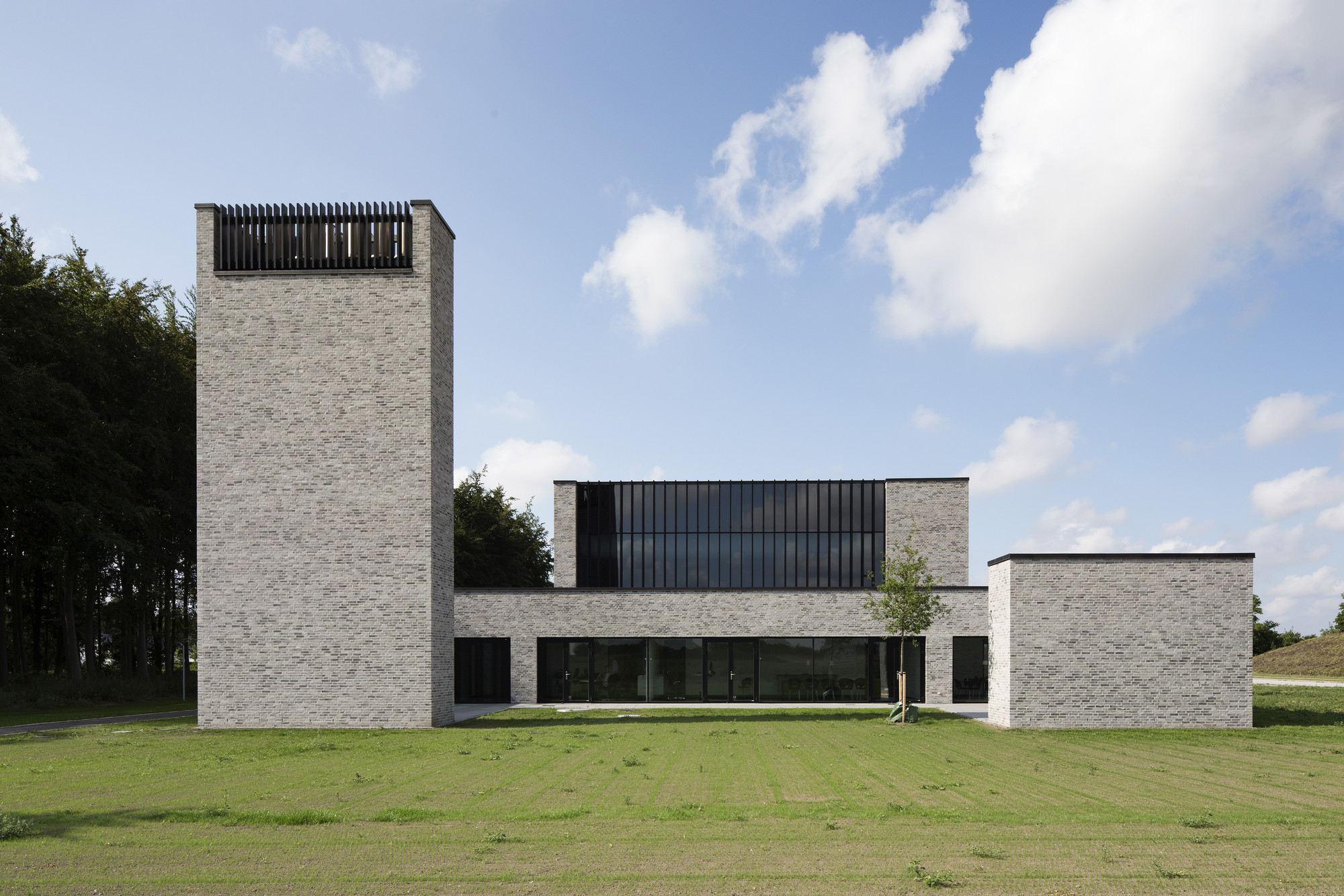 Crematorio Comunal / Henning Larsen Architects, © Anders Sune Berg