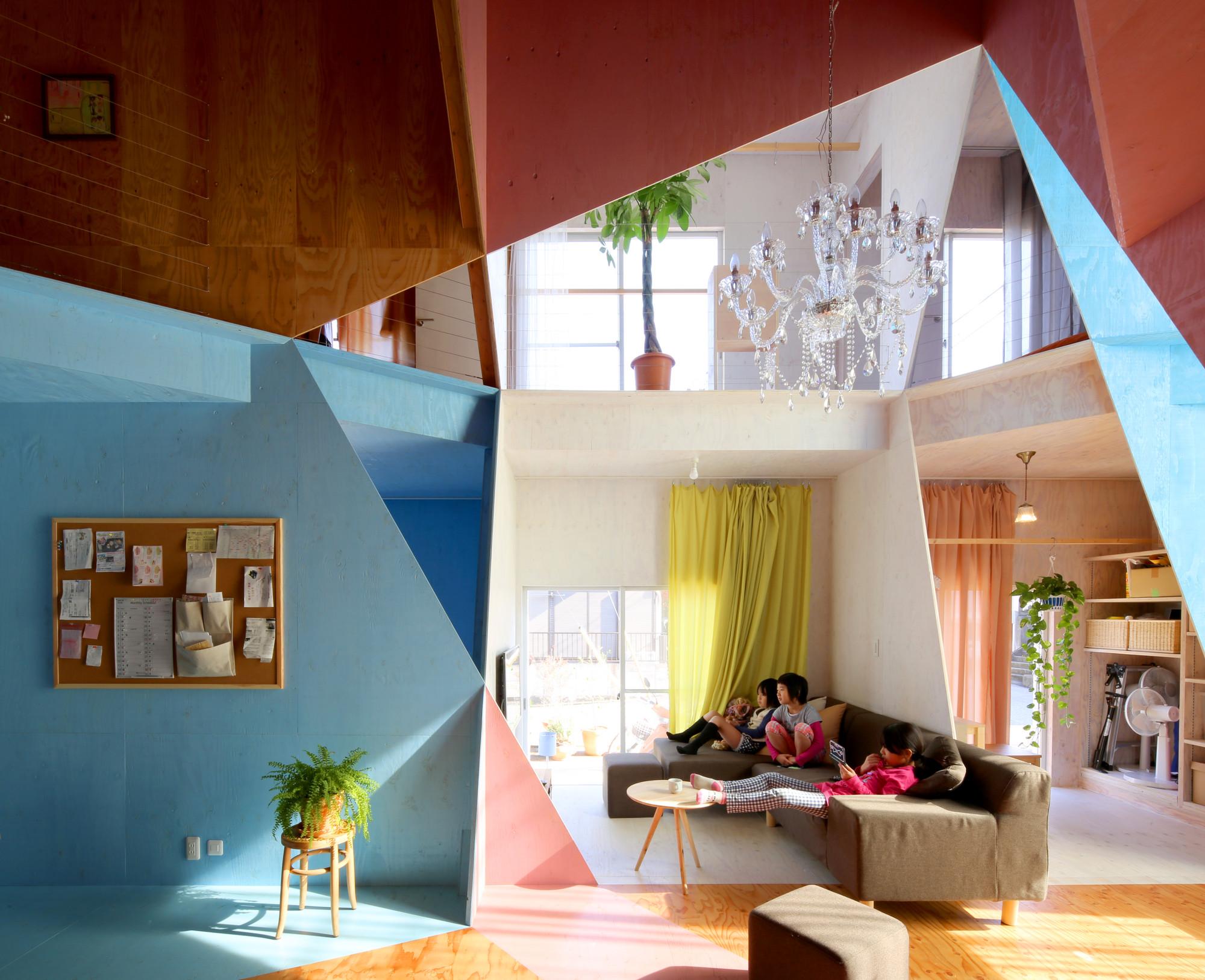 Arte y Arquitectura: Apartament House, una colorida y geométrica forma de restaurar una casa