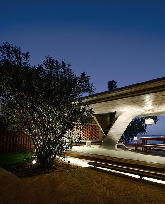 Casa Uma Coluna / NE-AR, © Mike Mercau