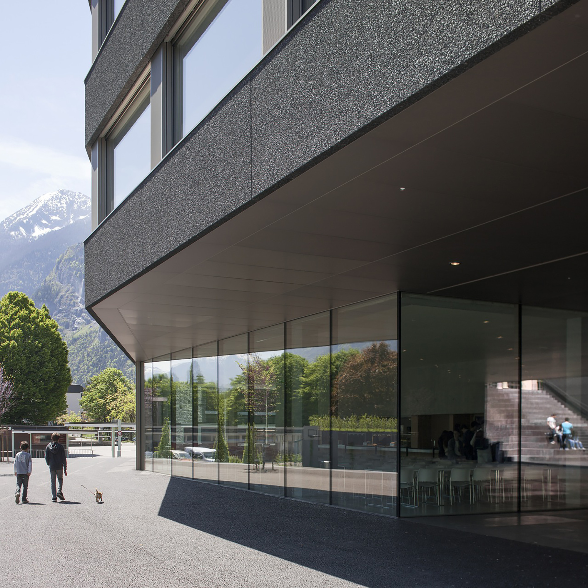 Galeria Stl: Galeria De Escola Em Saint-Maurice / Graeme Mann