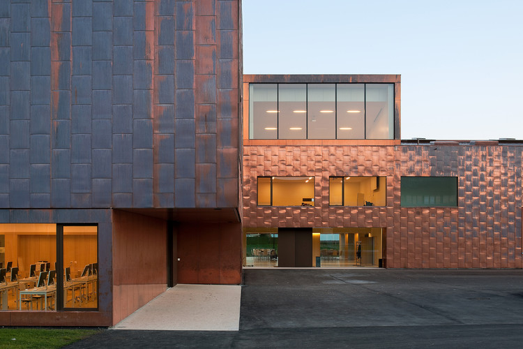 Ginásio e Escola Secundária Collège du Léman / Graeme Mann & Patricia Capua Mann, © Thomas Jantscher