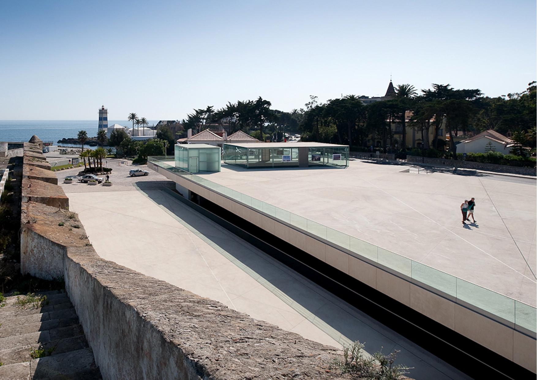 Arranjos de Superfície do Parque de Estacionamento da Praça D. Diogo de Menezes / Miguel Arruda Arquitectos Associados, © Fernando Guerra   FG+SG