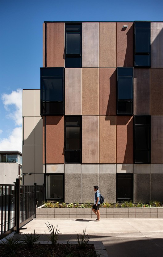 Carlaw Park Student Village / Warren and Mahoney. Image © Simon Devitt