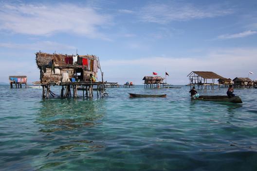 Comunidade Badjao ao longo da costa de Sabah, Malásia . Imagem © Dolly MJ via Shutterstock