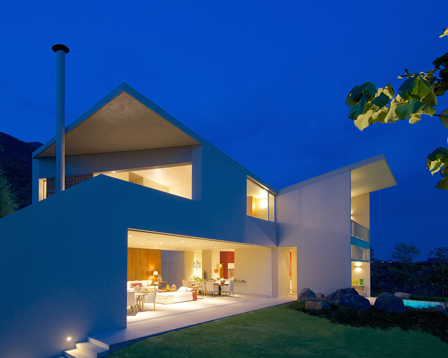 Lake House / Juan Ignacio Castiello Arquitectos