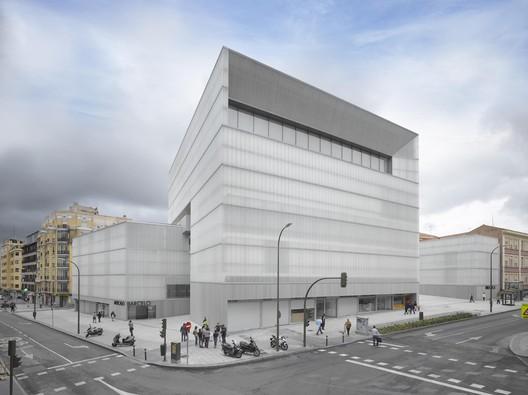 Barceló Market, Library and Sports Hall / Nieto Sobejano Arquitectos