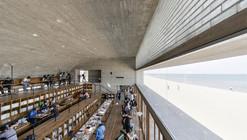 Biblioteca en la costa  / Vector Architects
