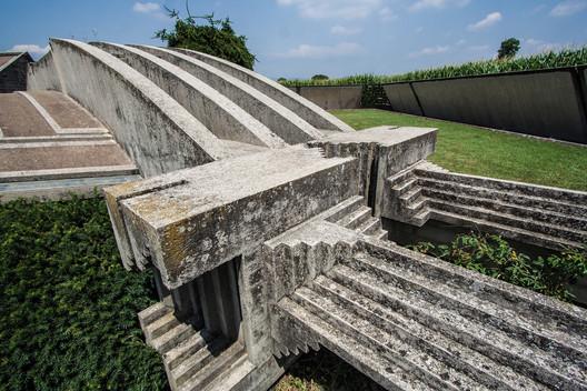 Tumba e Santuário Brion. Imagem © Flickr CC user batintherain