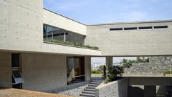 Casa en la ladera-II / Benavides & Watmough  arquitectos
