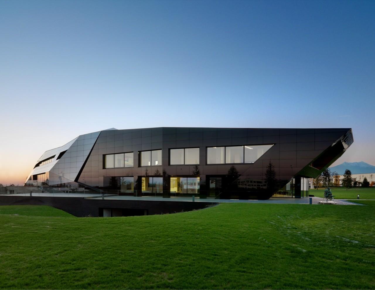 Oficina Vidre Negre / Damilano Studio Architects