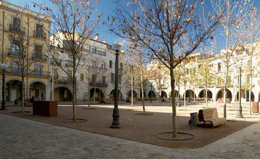 Praça em Banyoles. Via hihostels