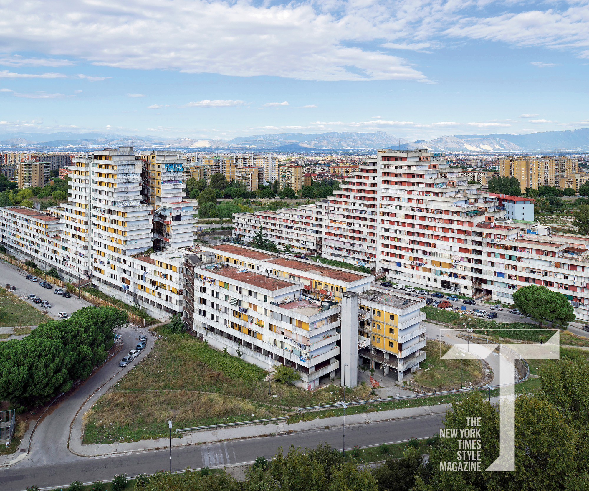 7 Leading Architects Defend the World's Most Hated Buildings, Vele di Scampia. Image © Nick Hannes/Hollandse Hoogte/Redux