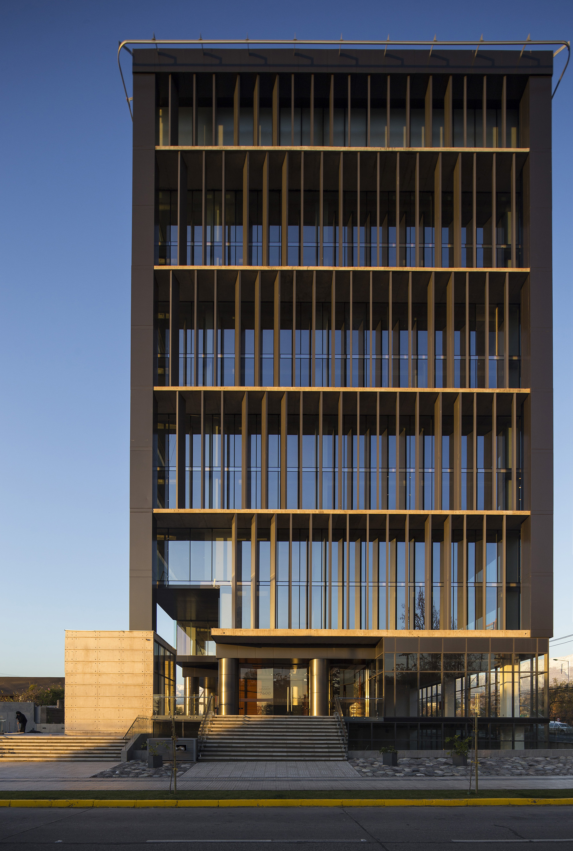 Office Building Kennedy-Wisconsin / Alemparte-Morelli Y