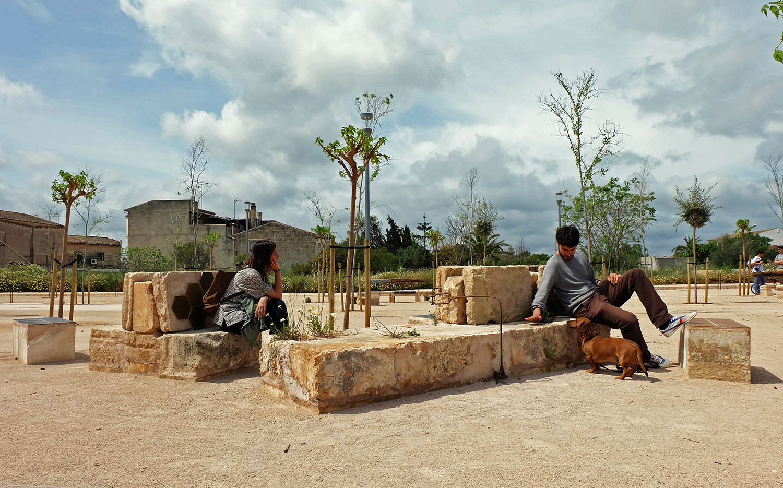 Ecobarrio en mallorca reutilizaci n de las preexistencias for Mobiliario espacio publico