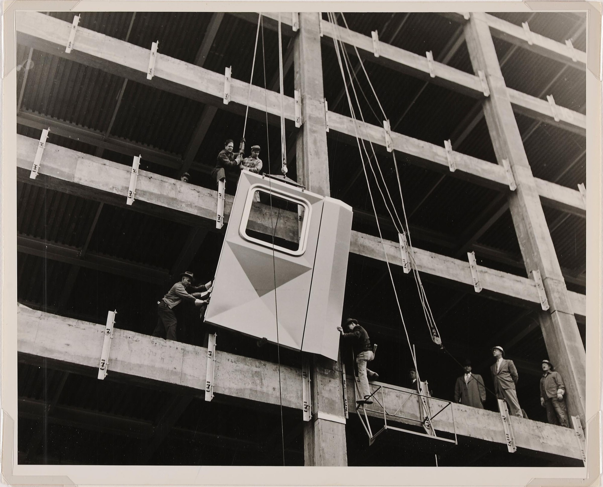 HAC Lab Pittsburgh: Imagining the Modern, Newman-Schmidt Studios, Workmen installing the first aluminum panel, 1951. Gelatin silver print. Director's Discretionary Fund.