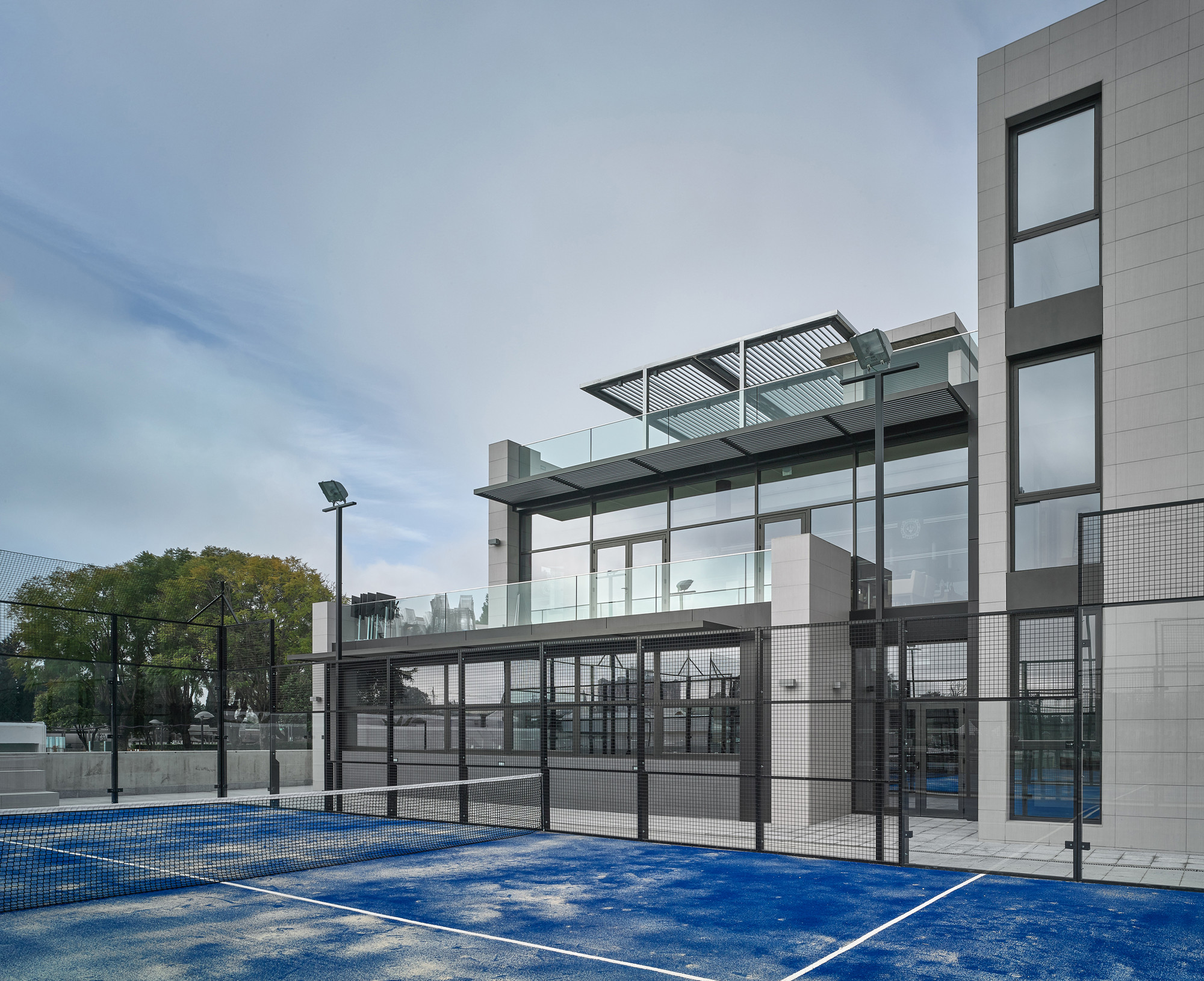 Circulo Mercantil Industrial Sports Center / Manuel Quijano Vallejo