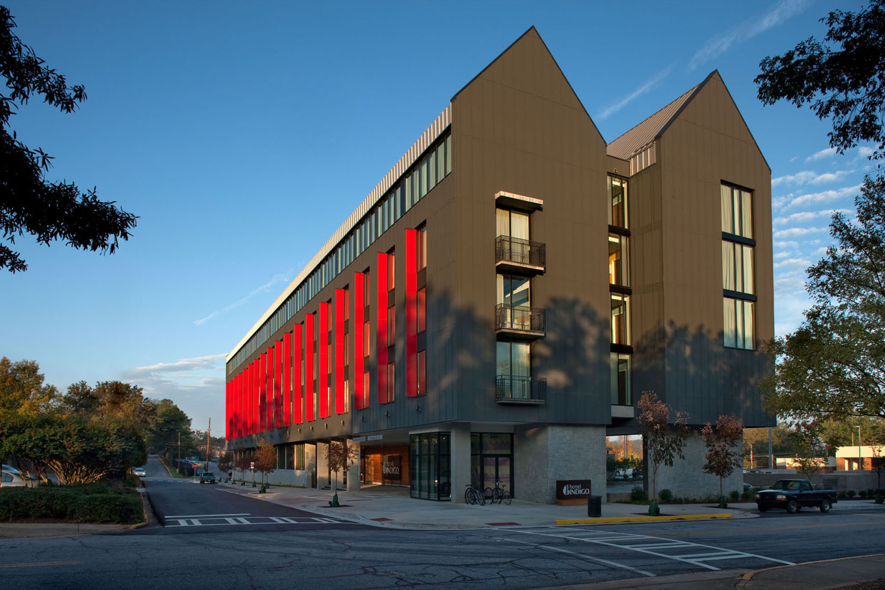 Hotel Indigo / Surber Barber Choate + Hertlein Architects, © Phillip Spears