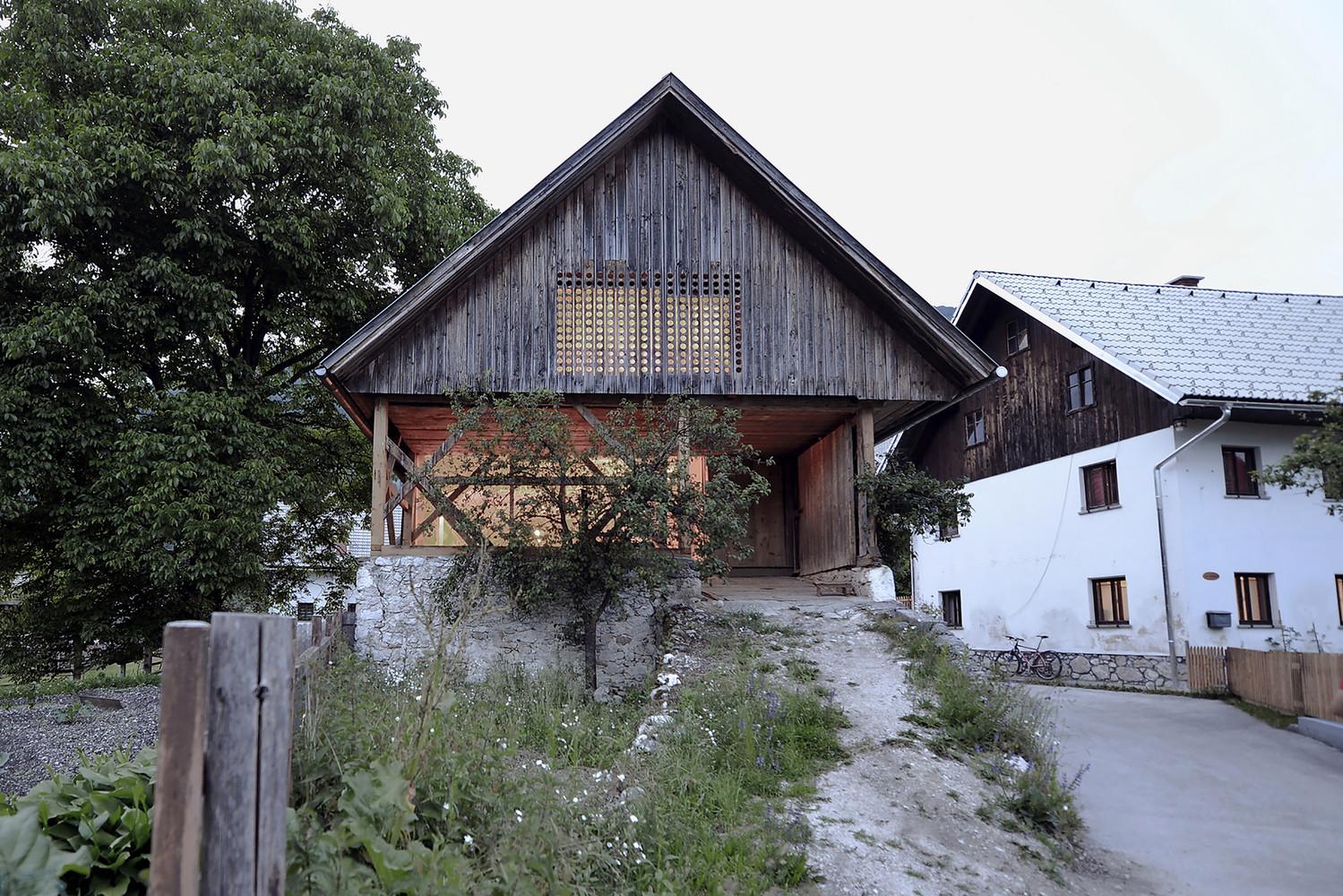 Gallery of Alpine Barn Apartment / OFIS Architects - 3