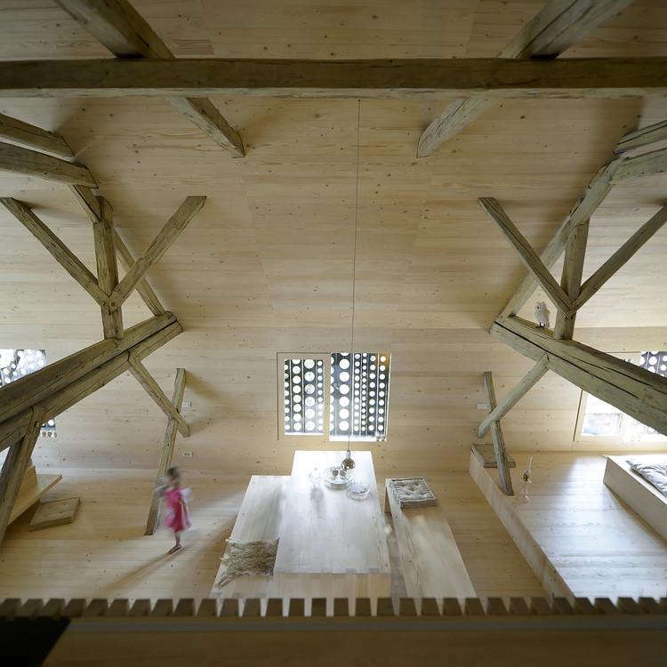 Alpine Barn Apartment / OFIS Architects | ArchDaily